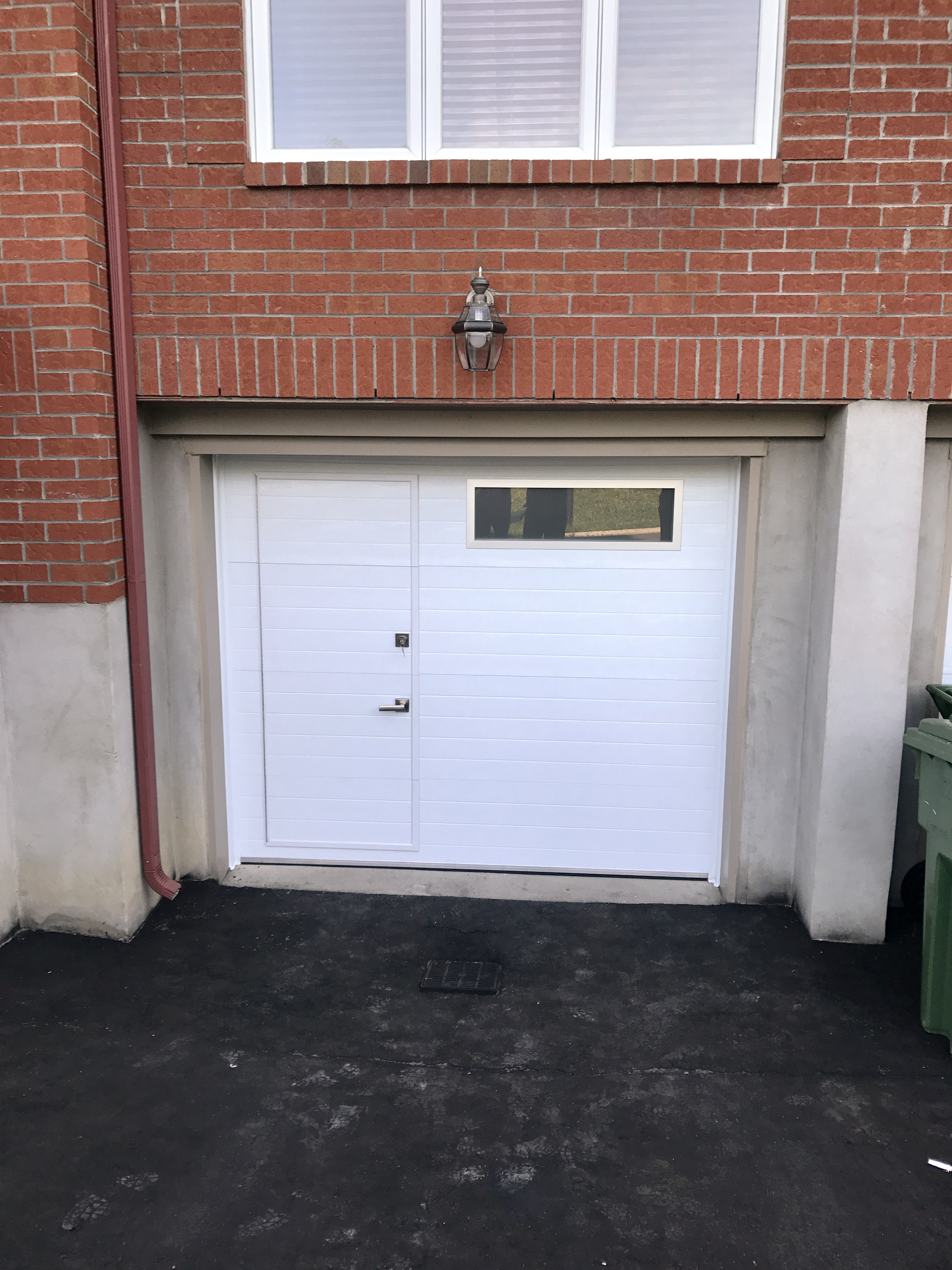 Porte-piéton disponible chez Portes de Garage Pro-Fix Bélair inc.